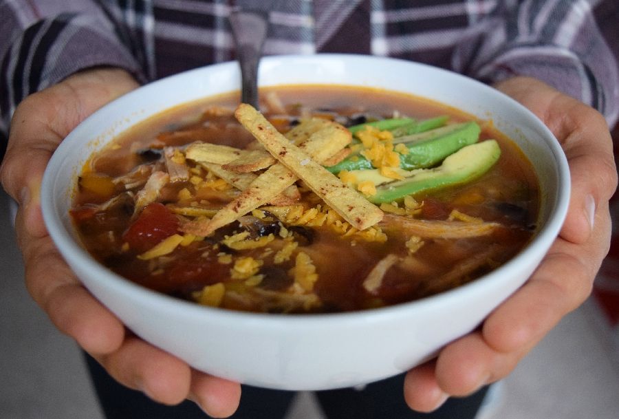 Healthy Turkey Tortilla Soup – Thanksgiving Leftovers