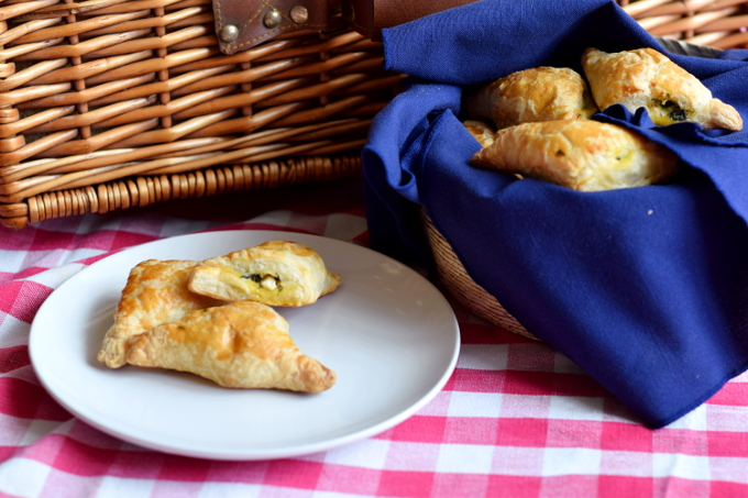 Spinach and Feta Puff Pastry Triangles